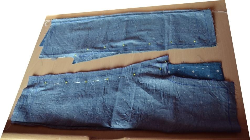 Préparation : les côtés intérieurs de jambe sont épinglés