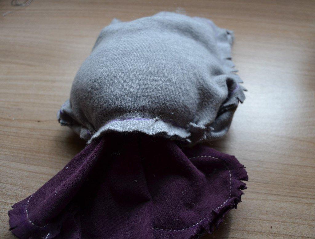 Couture de la partie intérieure du corps pour refermer la tête