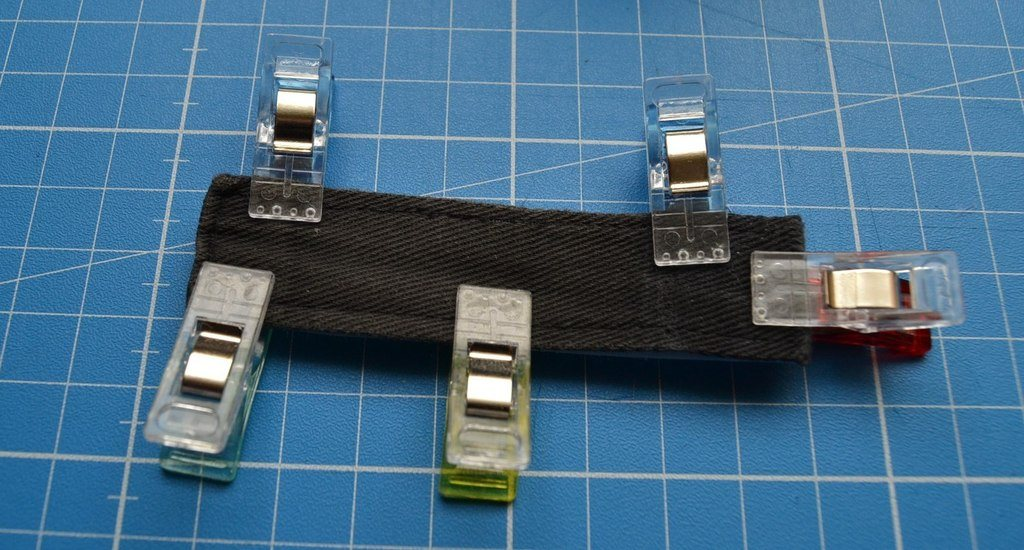 Placement du scratch sur la patte de la casquette - côté tissu