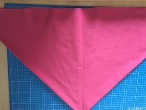 Deuxième pli selon l'axe de symétrie du triangle obtenu
