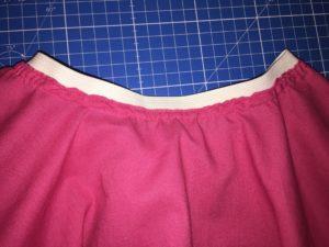 Couture du haut de la jupe