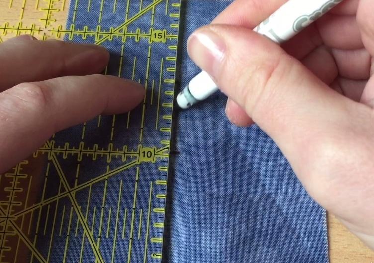Tracer une ligne entre le haut et le bas de la boutonnière