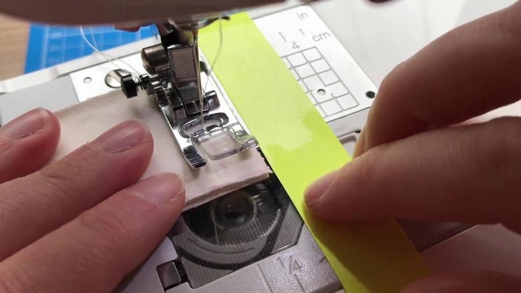 Préparation des pièces d'encolure, de manches et de bas de t-shirt